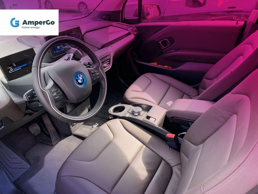 BMW i3s wnętrze samochodu elektrycznego