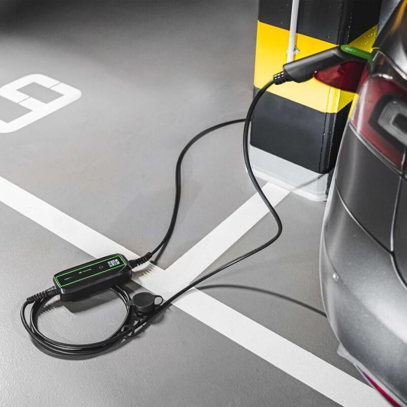 Ładowarka mobilna GC EV PowerCable (EV16) - aranżacja na parkingu