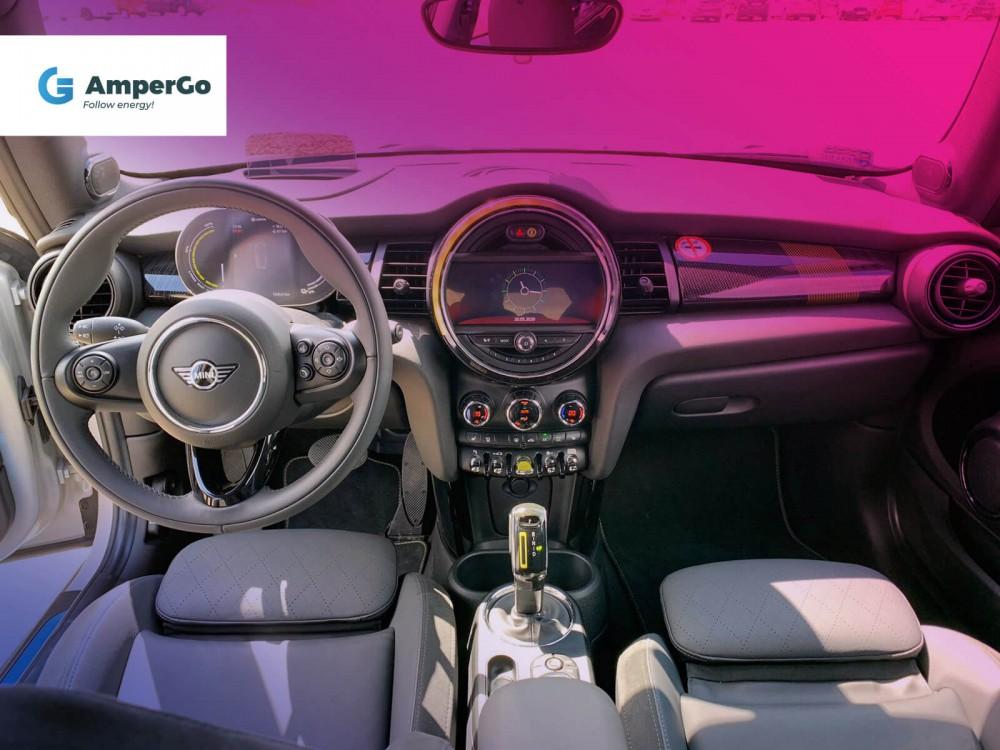 Mini Cooper SE - wnętrze samochodu elektrycznego
