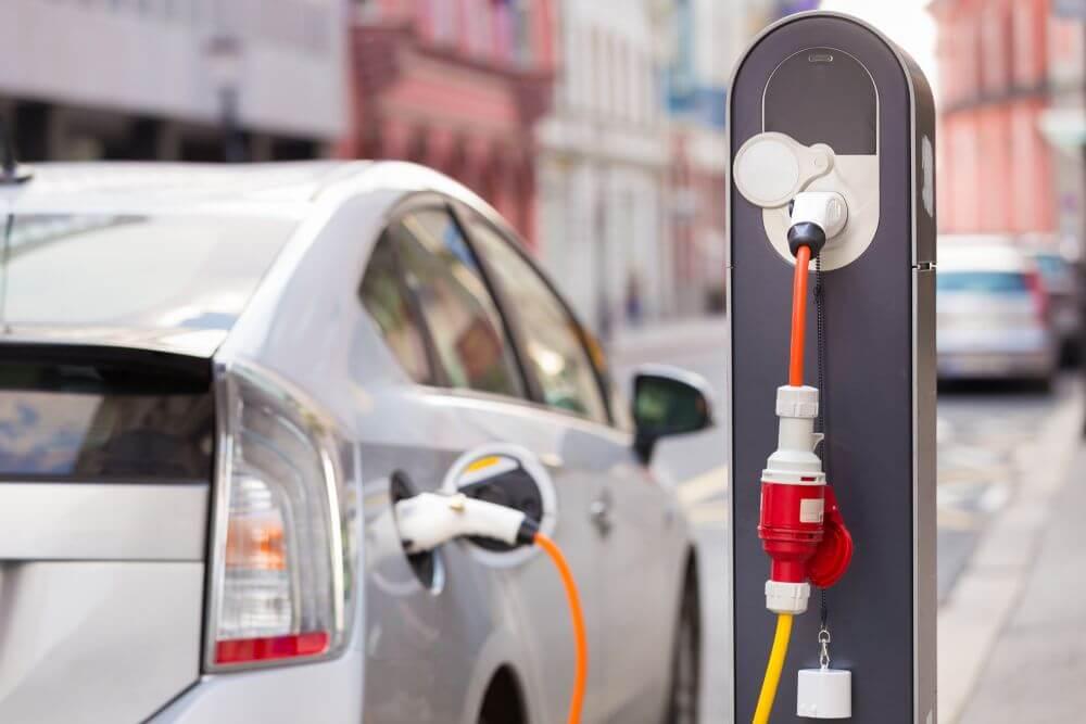 publiczna stacja ładowania samochodów elektrycznych